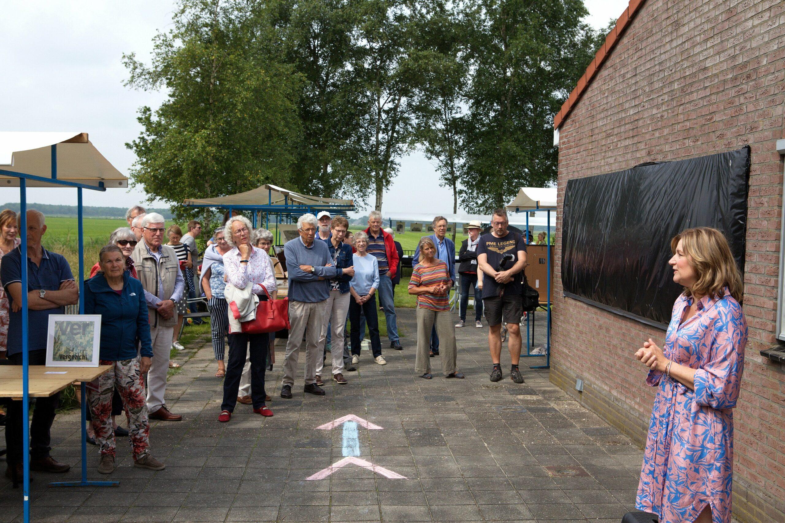 Wethouder van Ooststellingwerf Esther Verhagen opent de dag en de expositie